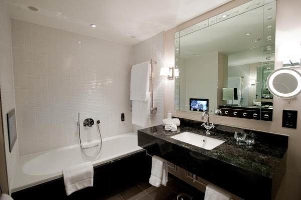 HULONAR_30291495_Guest_Bathroom_With_Bath_Tub_Tv_600x399