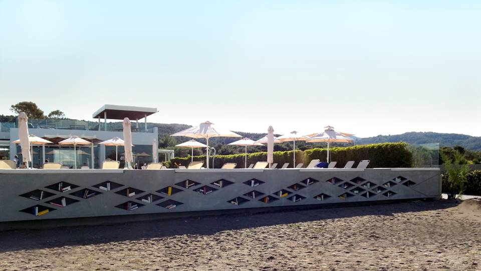 Thalatta Seaside Hotel Library