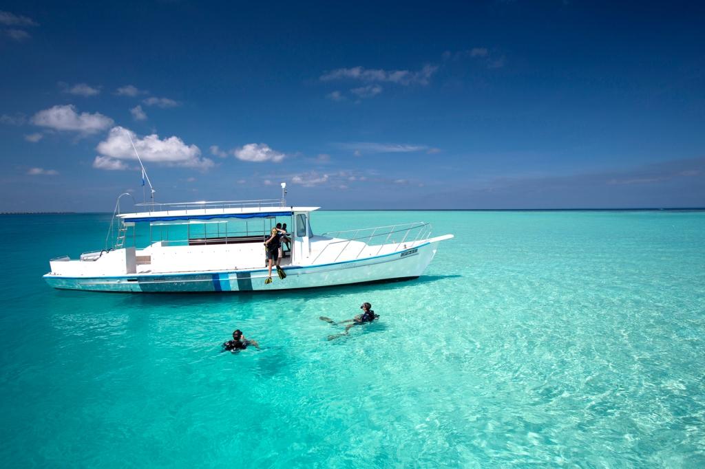 Velassaru snorkelling